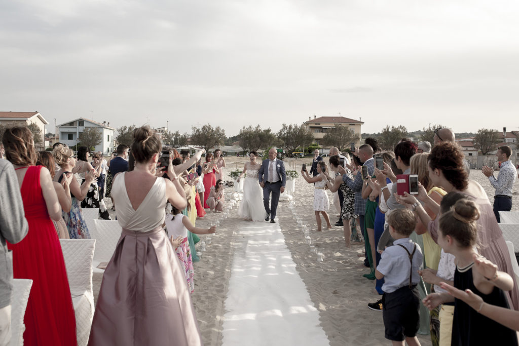cerimonia_in_spiaggia_acquapazz_lemarche13