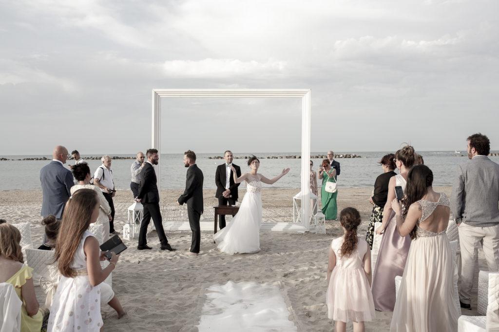 cerimonia_in_spiaggia_acquapazz_lemarche14