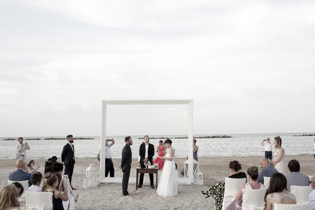 cerimonia_in_spiaggia_acquapazz_lemarche21