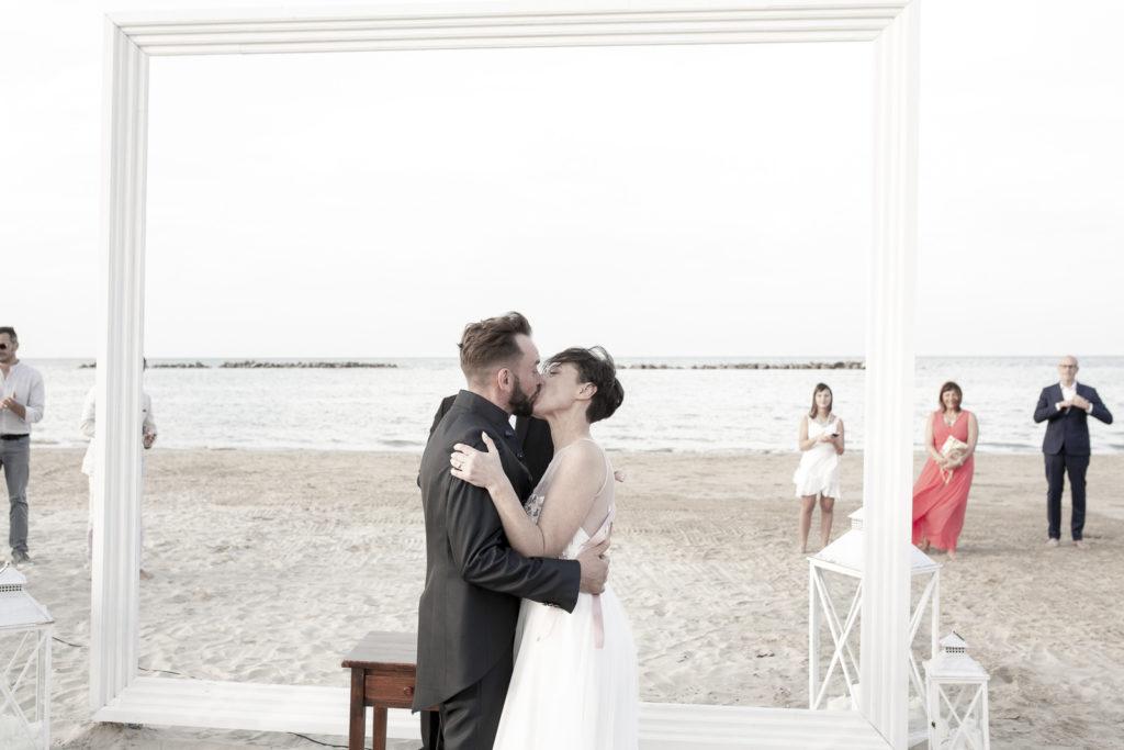 cerimonia_in_spiaggia_acquapazz_lemarche24