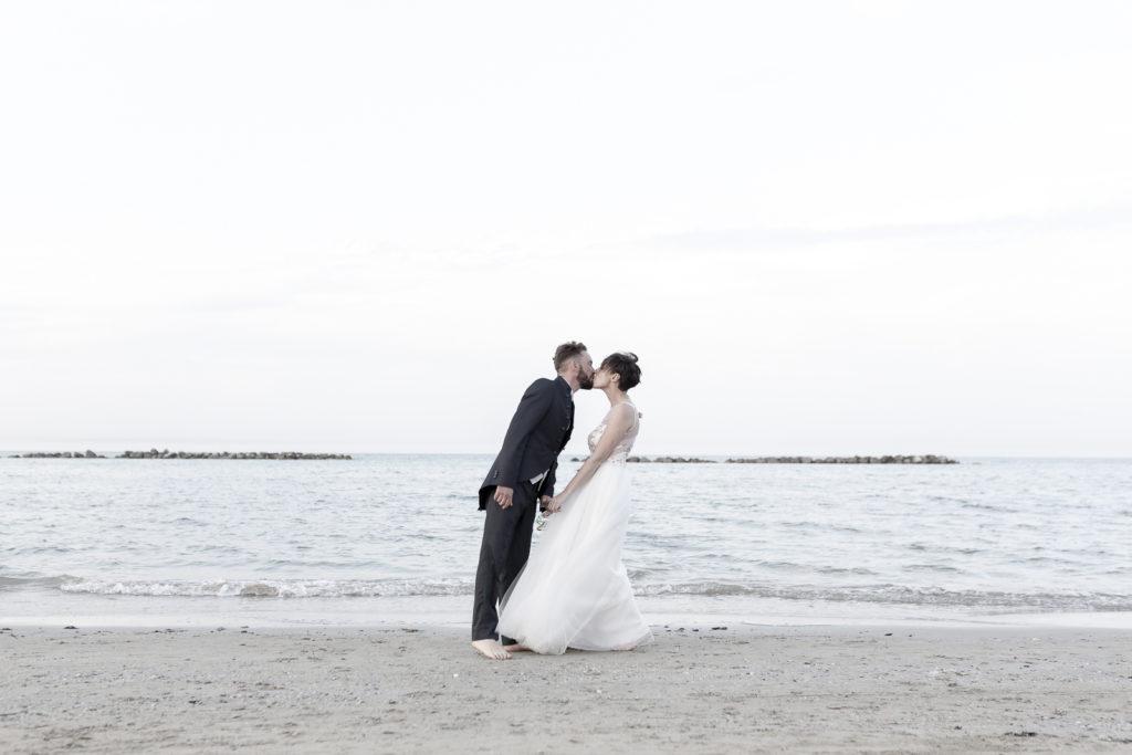 cerimonia_in_spiaggia_acquapazz_lemarche35