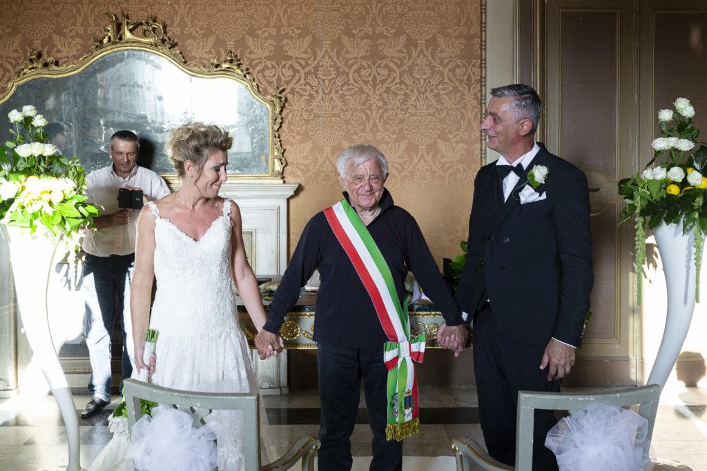 Don Antonio Mazzi e gli sposi