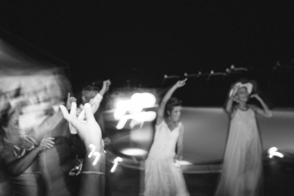 momenti di ballo durante il matrimonio a bordo piscina