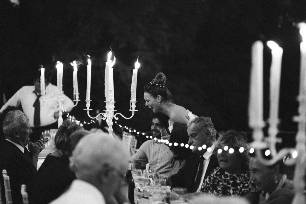 Tavolo Allestito nel patio di una limonaia con candele