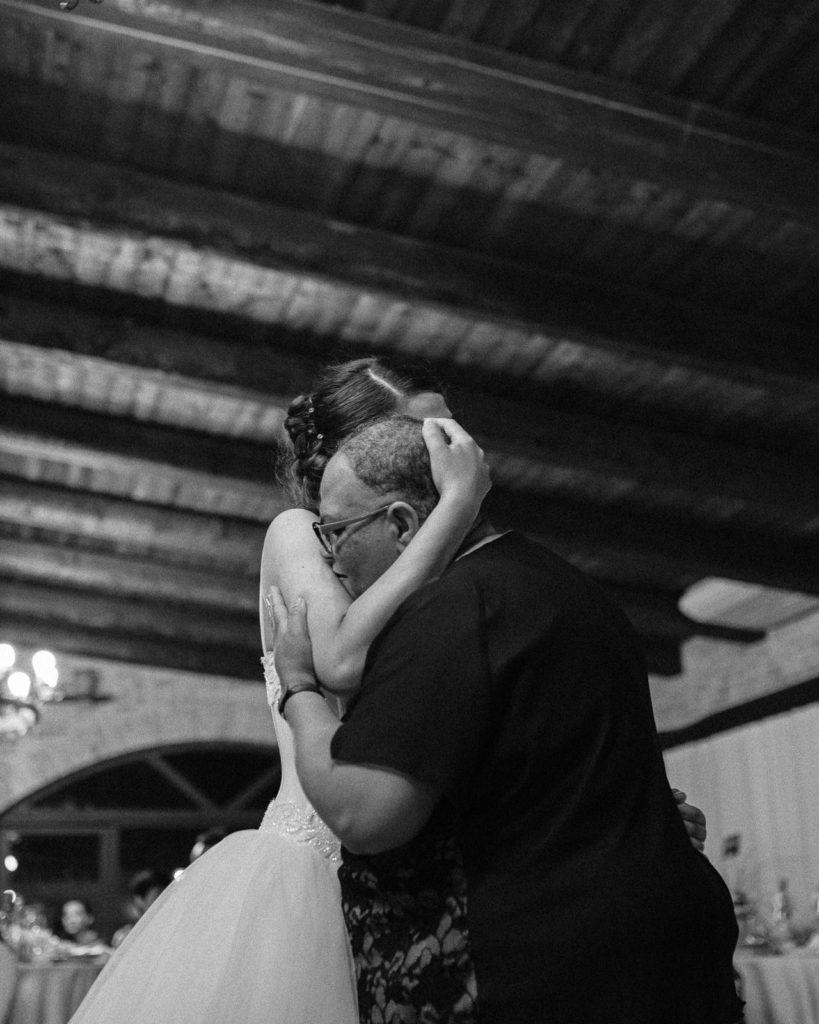 bride's mom hug
